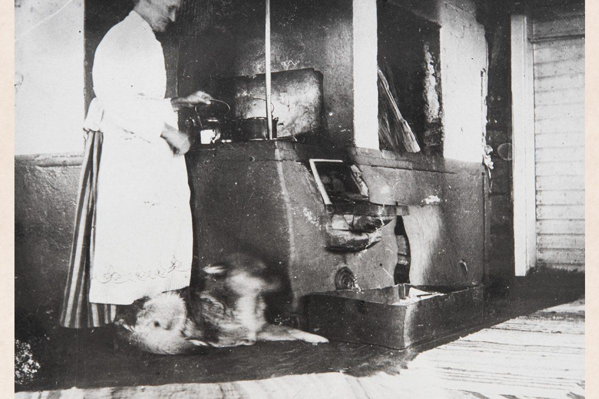 Кофе варится на дровяной печи. Снимок: КУХМУ