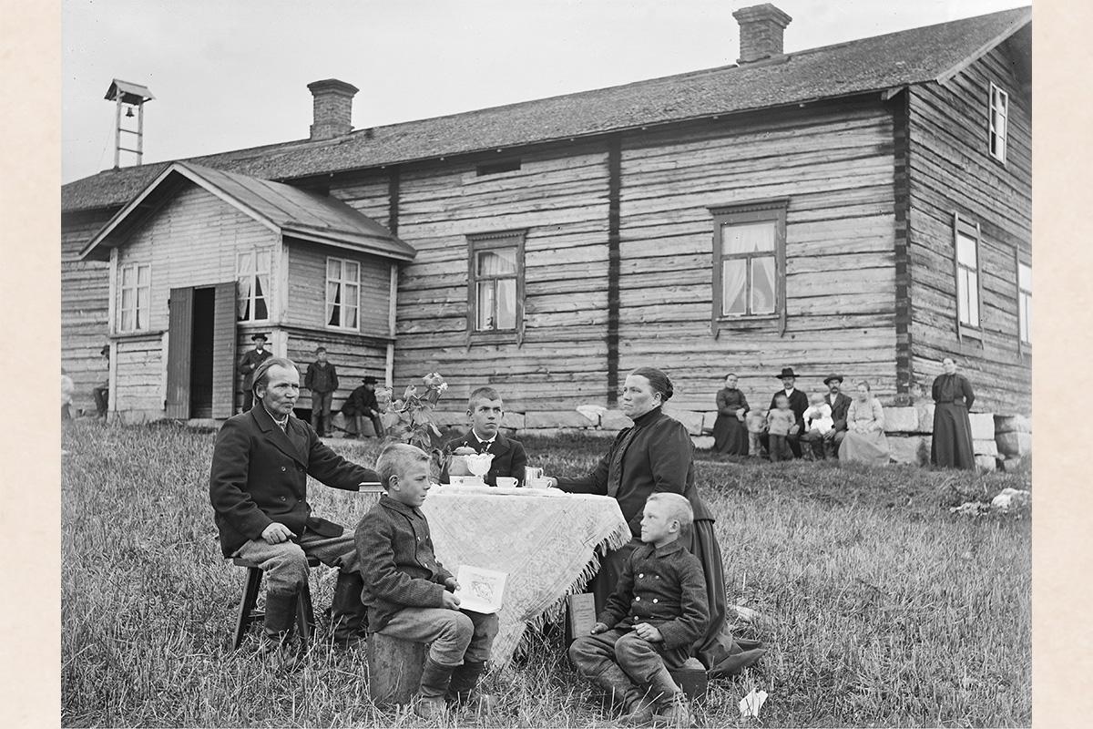 Кофепитие, 1890-1905 гг. Снимок: Кустаа Каунонен / КУХМУ