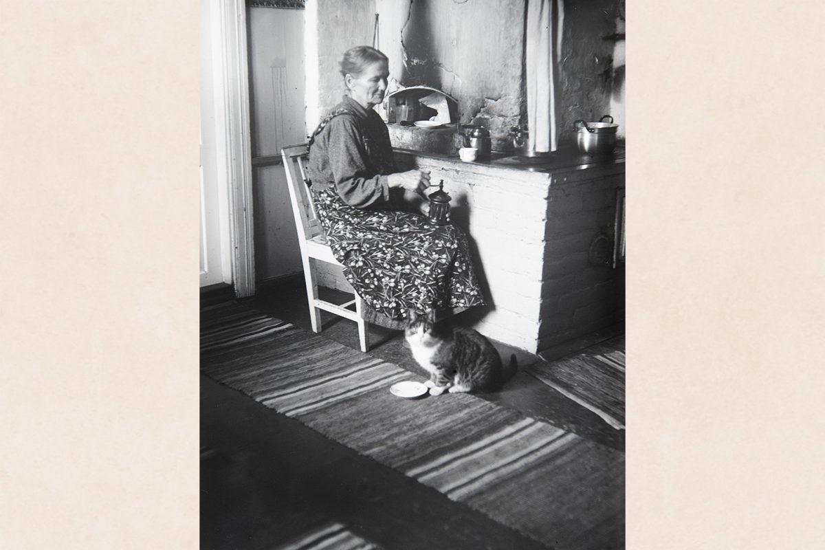 Помол кофе, 1910-1929 гг. Снимок: Кустаа Каунонен / КУХМУ