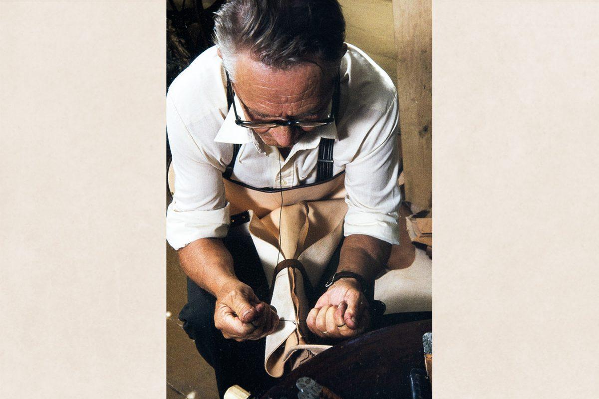 Задний шов голенища в процессе, 1982 г. Снимок: Кари Ямсен / КУХМУ
