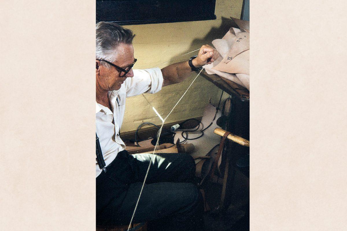 Вытягивание смоляной нити, 1982. Снимок: Кари Ямсен / КУХМУ
