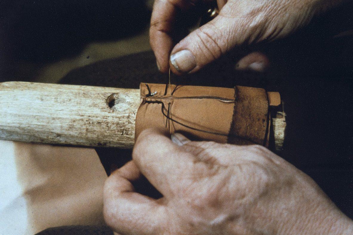 Sewing the back of the heel, 1978. Photo: Juha Miettinen / KUHMU