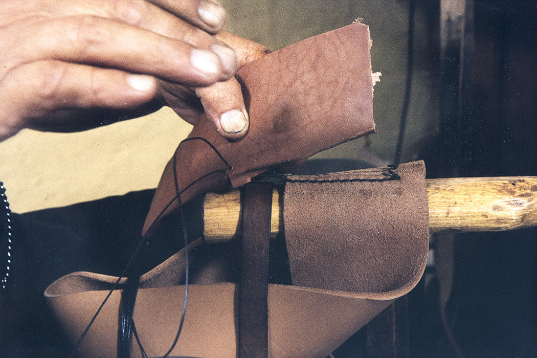 When the heel is completed, it will be attached to the back seam, 1982. Photo: Kari Jämsén / KUHMU