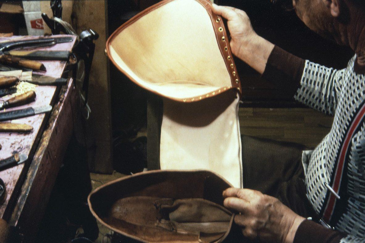 """Сапог """"лапикас"""" после сшивания деталей, 1978. Нет только подошвы! Снимок: Юха Миеттинен / КУХМУ"""