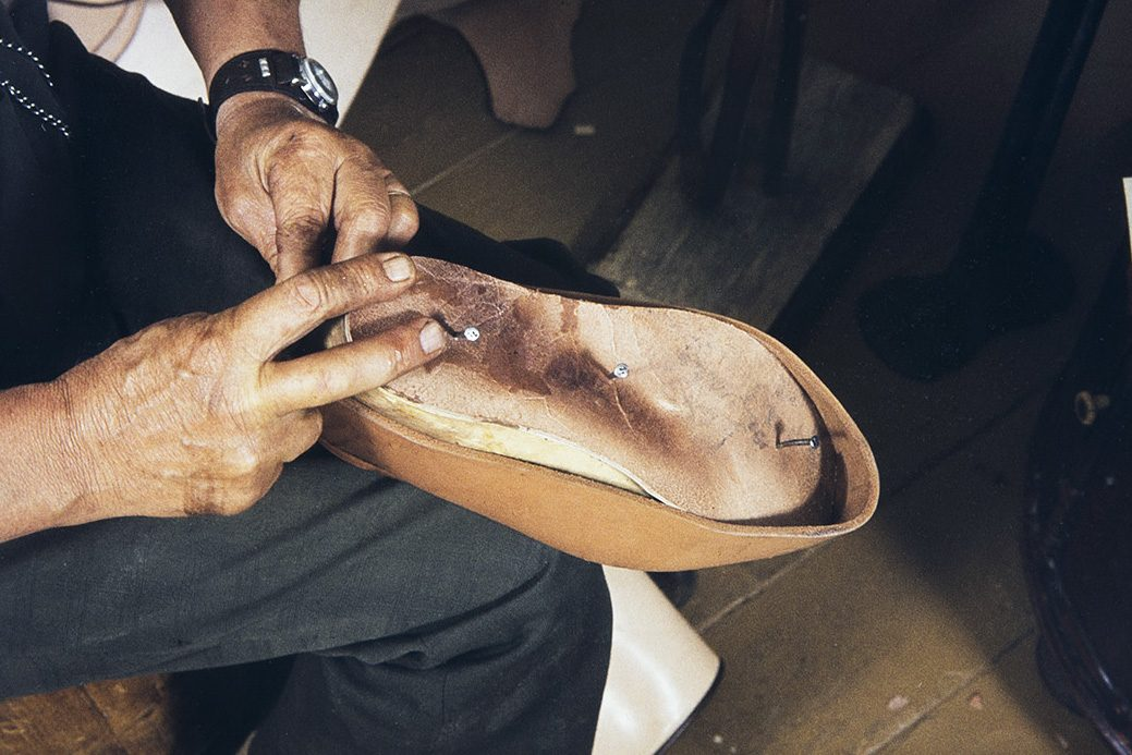 The last is put to the shoe, 1982. Photo: Kari Jämsén / KUHMU