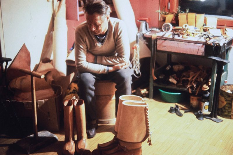 Shoemaker Vihtori Heikkinen, 1978. When factory-made footwear production forced shoemakers to move to other industries, Vihtori Heikkinen worked as a farmer for 10 years. During that time, he continued to make his own footwear. After retirement, Heikkinen continued making traditional footwear and lead shoemaker training courses. Photo: Juha Miettinen / KUHMU
