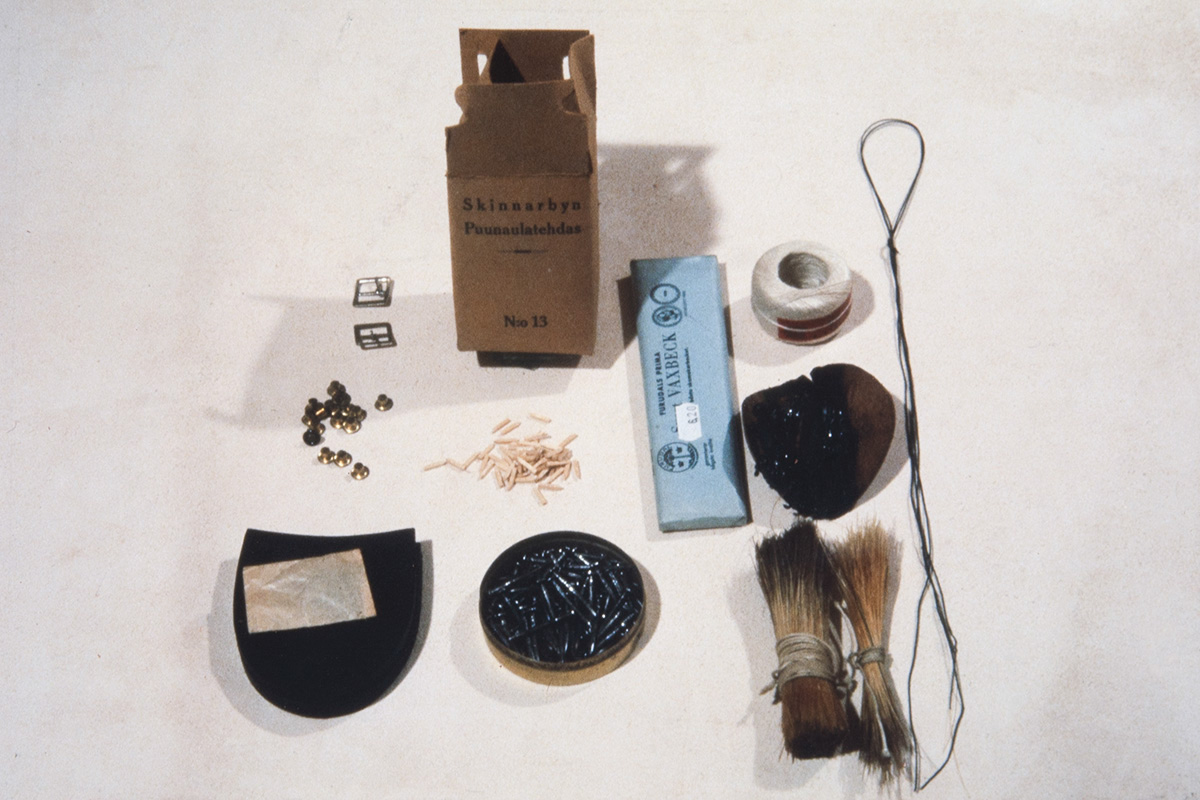 Shoemaker's tools: Copper rivets, buckles, wooden and iron nails, heel, boar bristles, flax yarn, pitch thread and pitching pad, 1978. Photo: Juha Miettinen / KUHMU