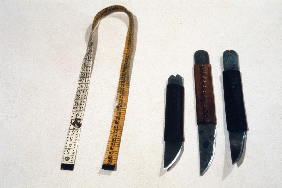 Shoemaker's tape measures and knives, 1978. Photo: Juha Miettinen / KUHMU