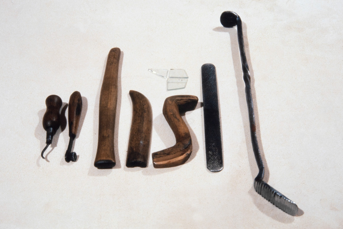 Stitching awl, a tool for leather decoration, various wooden pieces for sewing and stroking, pieces of glass for finishing and two different rasps, 1978. Photo: Juha Miettinen / KUHMU