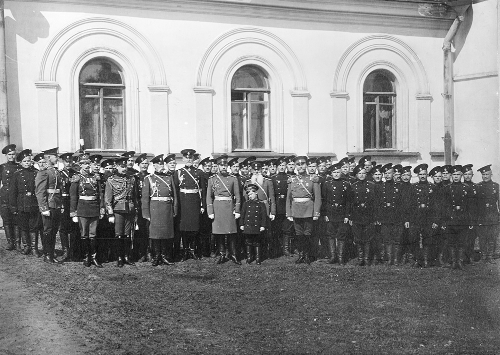 Russian czar Nicholas II and guards 1912 - 1915. Crown heir Alexei Nikolaevich Romanov next to his father. Photo: KUHMU