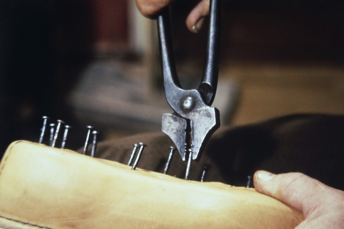 Covering nails are removed, 1978. Photo: Juha Miettinen / KUHMU