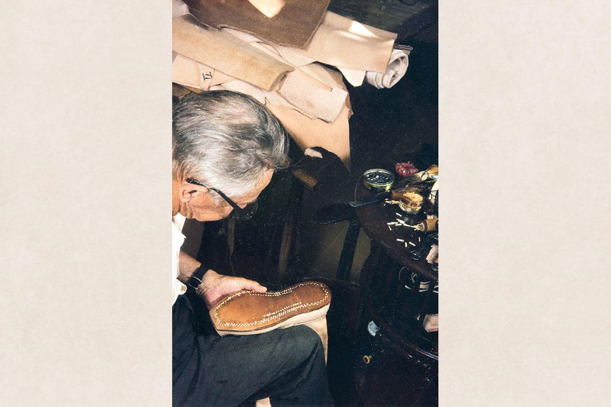 Подошва закреплена деревянными гвоздиками, 1982 г. Снимок: Кари Ямсен / КУХМУ