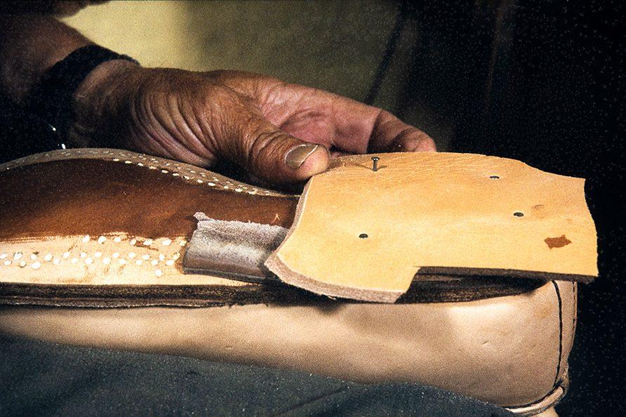 Каблук собирается на гвоздики, 1982 г. Снимок: Кари Ямсен / КУХМУ