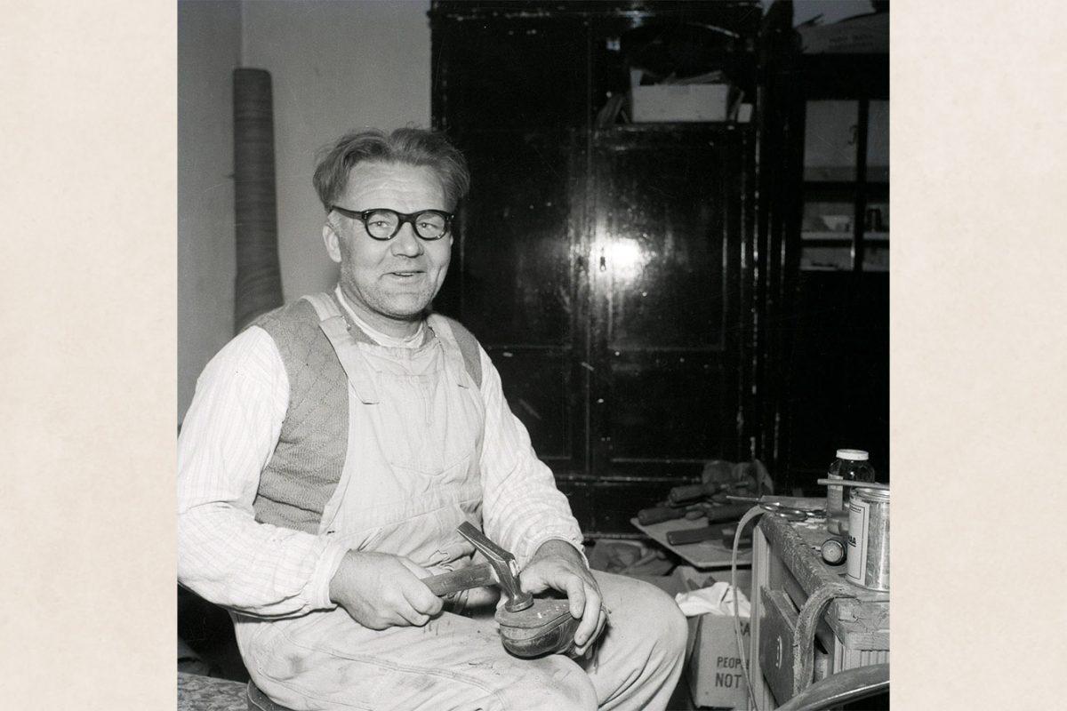 Shoemaker in his workshop at Vaajasalo Sanatorium, 1960. Photo: Tuttu Jänis / KUHMU