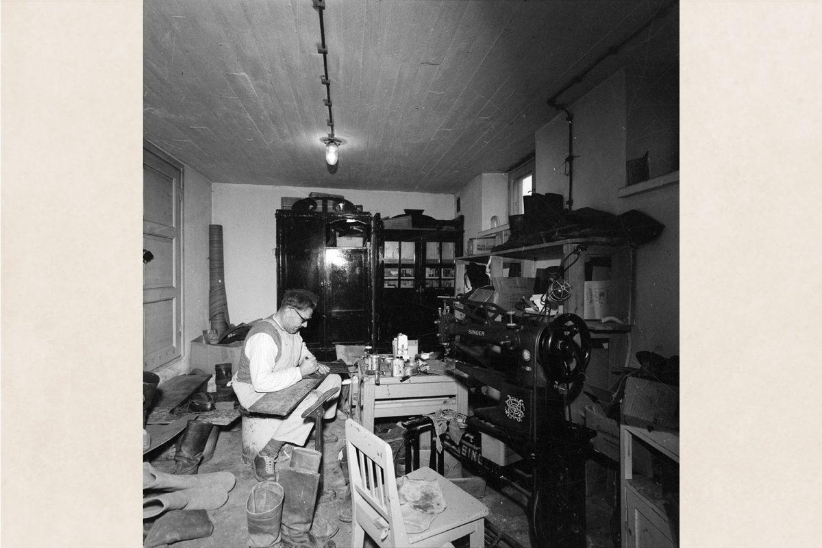 Мастерская сапожника в санатории Вааясало, 1960 год. Снимок: Тутту Янис / КУХМУ