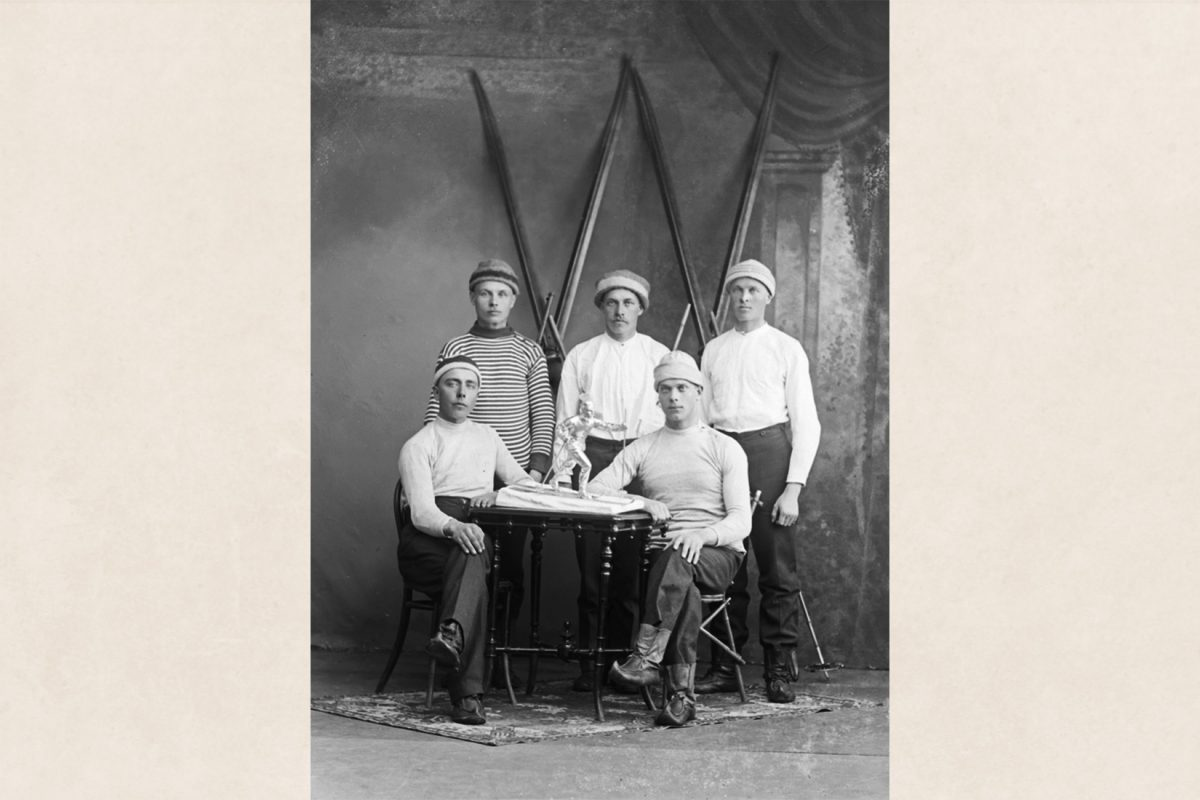 Iisalmi VISA ski-team at the Puijo Winter Games, 24.03.1919 The teammates to the right are wearing single-soled beak boots. Photo: Victor Barsokevitsch / KUHMU